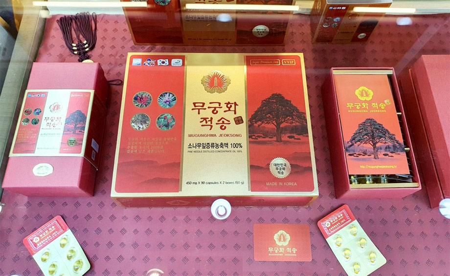 Tinh dầu thông đỏ chính phủ VVIP Mugunghwa Jeoksong hộp 180 viên được trung bày tại trung tâm thương mại Hàn Quốc